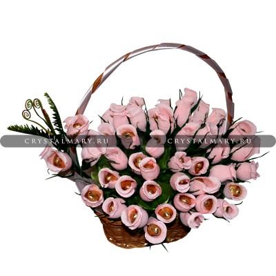 Букет из конфет розы в корзине www.crystalmary.ru