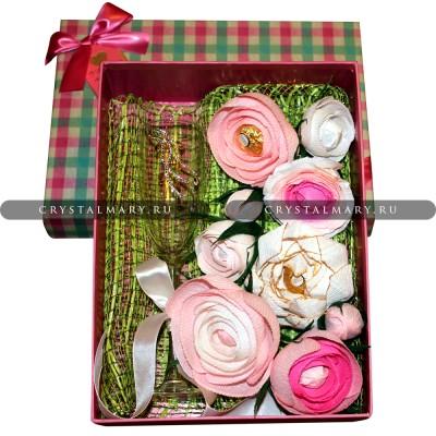 Коробка с цветами и конфетами www.crystalmary.ru