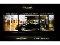 Автомобиль MINI Goodwood представлен в магазине Harrods в Лондоне