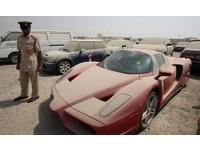 Полиция Дубая выставит на аукцион брошенный владельцем Ferrari Enzo стоимостью в 1 миллион фунтов
