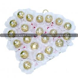 Сердце из цветов и конфет www.crystalmary.ru