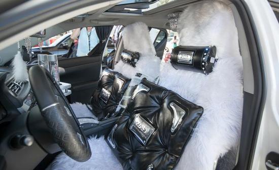 автомобиль Lexus со стразами сваровски