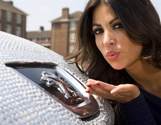 Автомобиль, инкрустированный бриллиантами