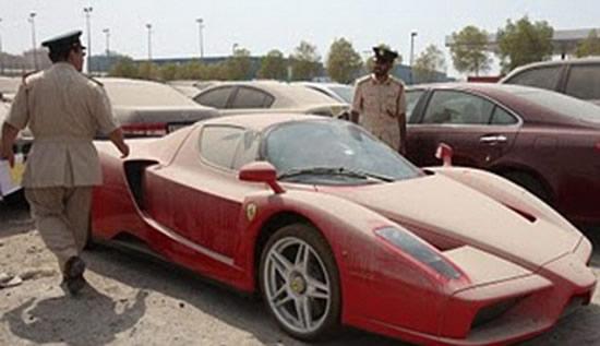 брошенный на штраф стоянке Ferrari выставлен на продажу