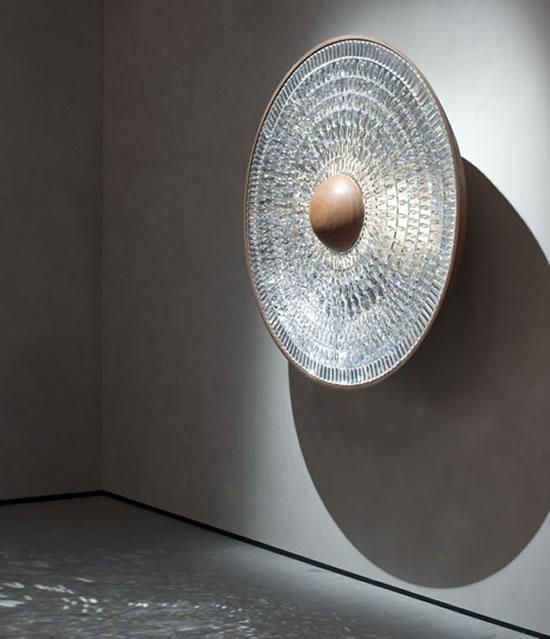 Инсталляция с использованием страз Swarovski