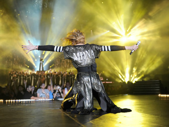 Мадонна сияет 315,000 кристаллов Swarovski