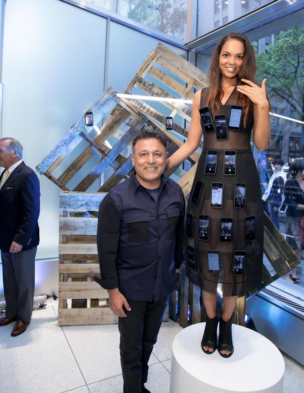 Платье, декорированное iPhone 5S