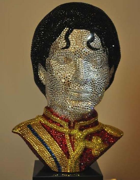 Бюст Майкла Джексона, украшенный Swarovski