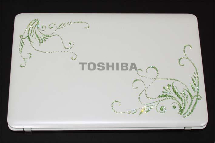 Белый ноутбук со стразами