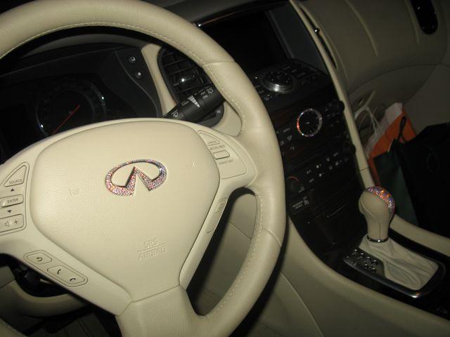 Инкрустация внутри машины